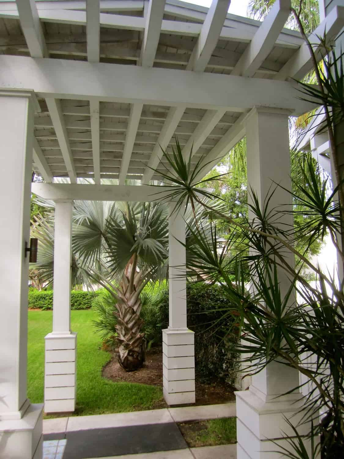 Modern Low Country Style in Tampa - Clic Casual Home on low country style house, chinese home designs, low country living, thai home designs, low country dining room, georgia home designs, low country furniture, low country beach house plans, charleston home designs, low country boil, greek home designs, low country interior decorating, low country landscaping, american home designs, contemporary french home designs, narrow lot home designs, north carolina home designs, low country cottage homes, bungalow home designs, low country floor plans,