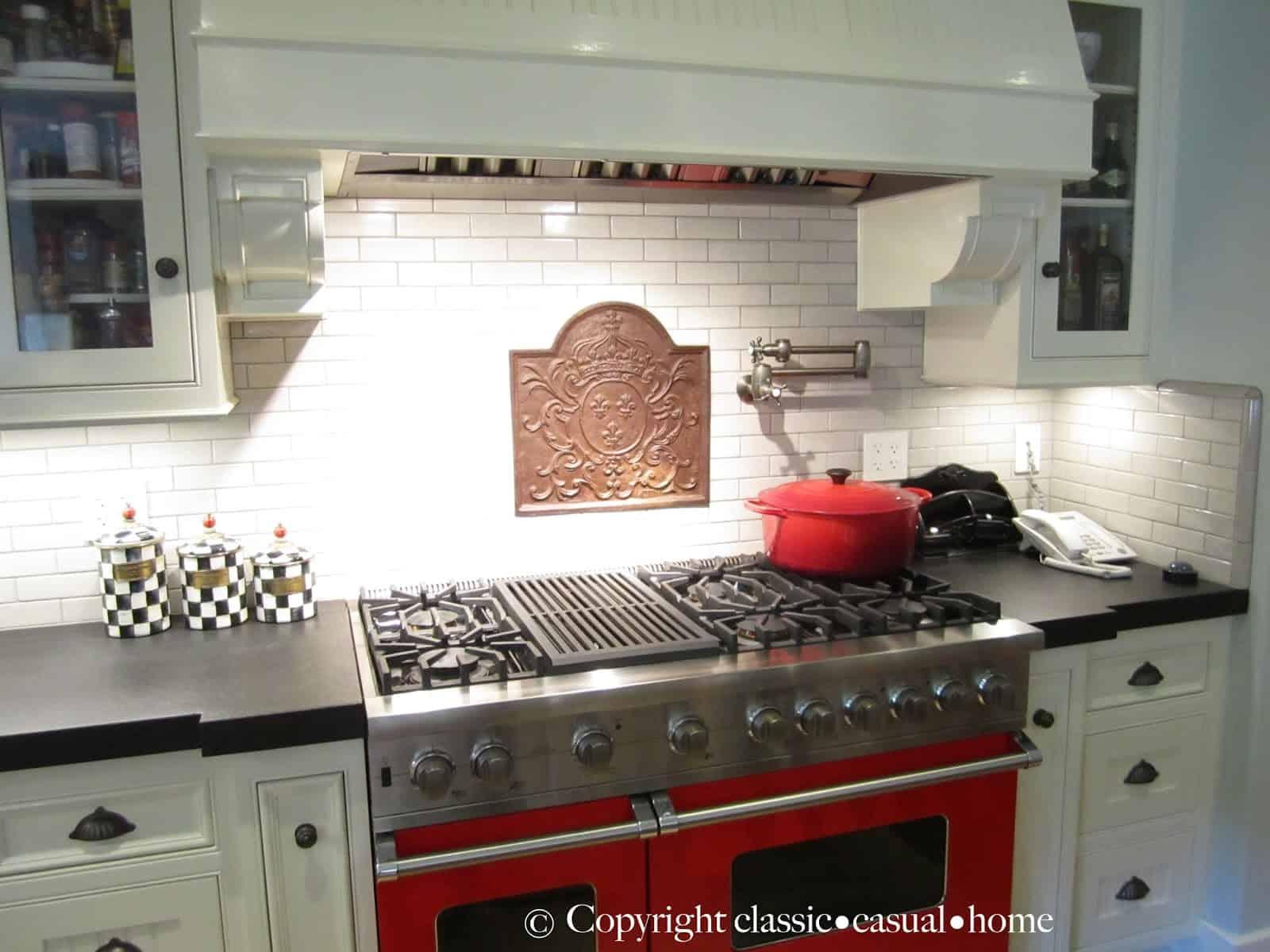 Classic White Kitchen Backsplashes