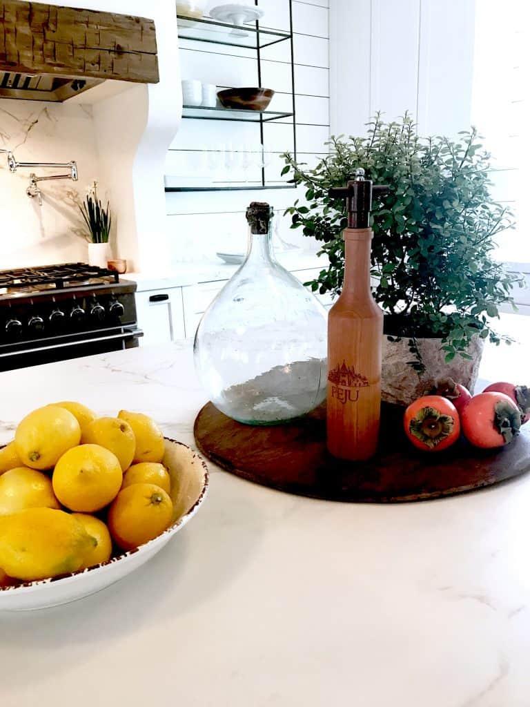 Gorgeous-black-and-white-kitchen