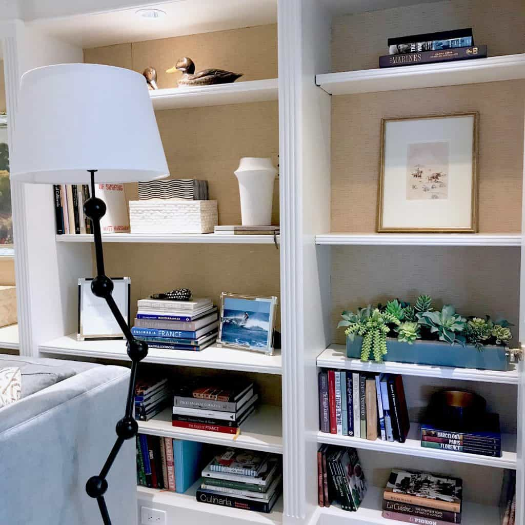 Steps to decorate Family Room Shelves